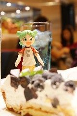 Yotsuba loves her blueberry pie :D (atsukoinn) Tags: blue food pie toy drink bokeh cream blueberry jelly yotsuba revoltech