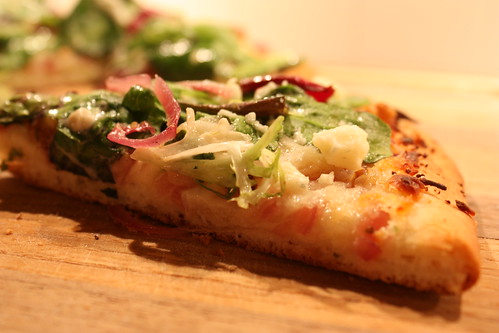 pear & gorgonzola pizza