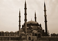 Selimiye Mosque, Edirne 1976 (ali eminov) Tags: architecture buildings turkey türkiye türkei architects sinan mosques ottomanarchitecture edirne turchia selimiyemosque mosquesminarets