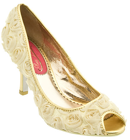 A sprinkling of rose flower in bridal shoes with the open end