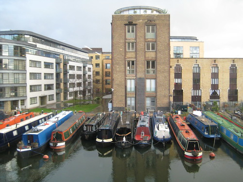 KingsX-narrow-boats.JPG
