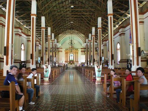 Inside Paoay Church ウルトラバロック・パオアイ教会内部