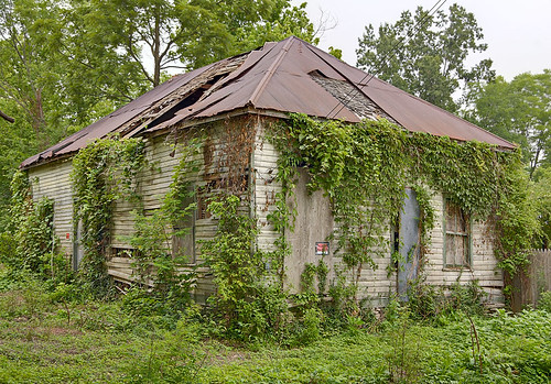 Abandoned building, in Kimmswick, Missouri, USA