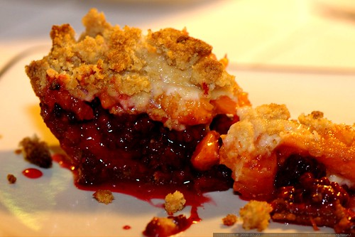 falling apart - blackberry apricot pie - _MG_9303