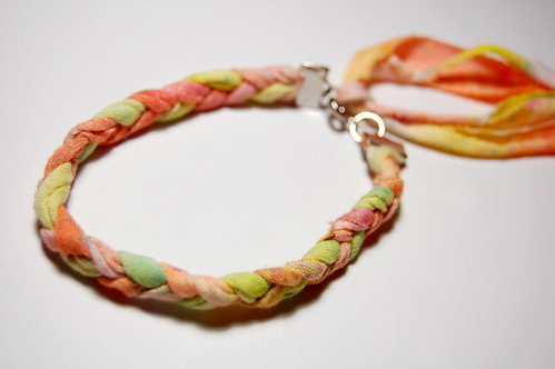 Tulip® Fabric spray braided bracelet