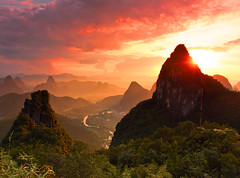 Farewell (tianxiaozhang) Tags: china sunset summer orange sun mountains green clouds river yangshuo explore rays frontpage guangxi 17mm ef1740l eos450d