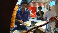 치킨 케밥을 만들고 있는