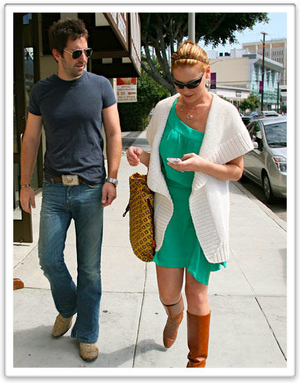 Katherine Heigl & Josh Kelley with iPhone