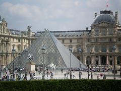 Pyramide du Louvre (Pantchoa) Tags: paris france vacances louvre pyramide visite tourisme touristique photographies visiter photosdeparis pantchoa