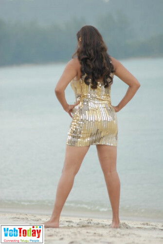 Hot actress Namita shows her curves in golden outfit