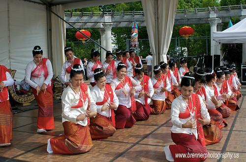 Burmese (Mon) Dancing