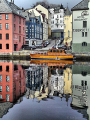 Phone a friend... (larigan.) Tags: reflections harbor boat harbour cellphone havn ålesund aalesund larigan phamilton betterthangood c905