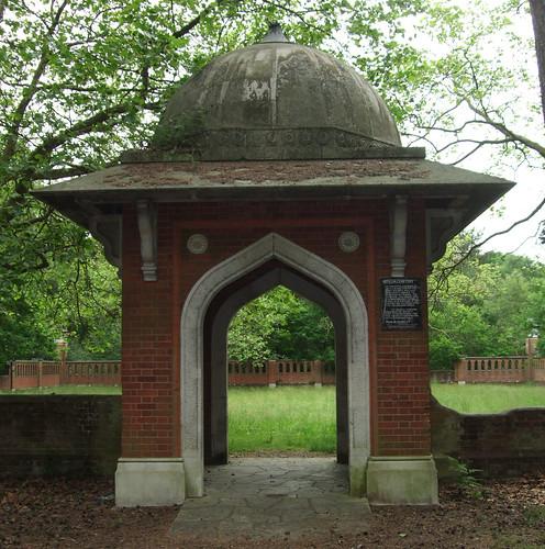 muslimburialground-gate