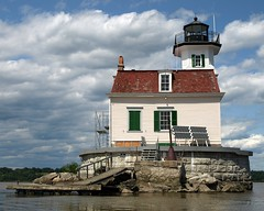 Esopus Meadows Lighthouse, Hudson River, New York (jag9889) Tags: light lighthouse house ny newyork kayak state meadows kayaking hudsonriver paddling 2009 nys esopus ulstercounty esopusmeadowslighthouse y2009 maidofthemeadows jag9889