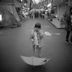 Your and my rainy promenade #01 (go.) Tags: bw 120 6x6 mamiya film monochrome rain japan umbrella tokyo child kodak 66 f35 75mm newmamiya6 kichijyouji 400tmx