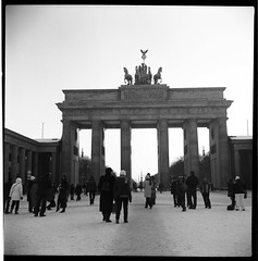 Want to see Berlin. (flevia) Tags: bw berlin 120 6x6 analog mediumformat square blackwhite lomo lomography bn lubitel2 squareformat nophotoshop amateur biancoenero berlino foma russiancamera analogico fomapan scannednegatives fomapan400 любитель epsonv700 berlinhighlights autaut epsonperfectionv700photo flevia imanalog