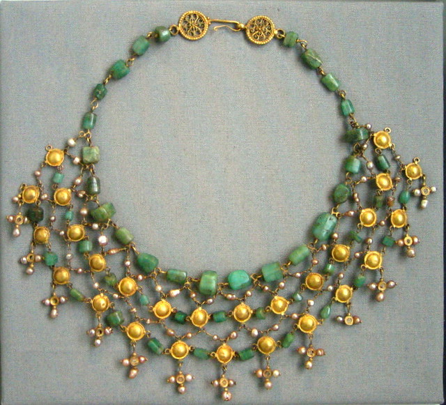 Gold & Emerald Necklace - Altes Museum, Berlin