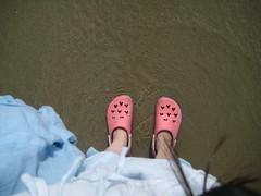 Mes crocs à la plage!