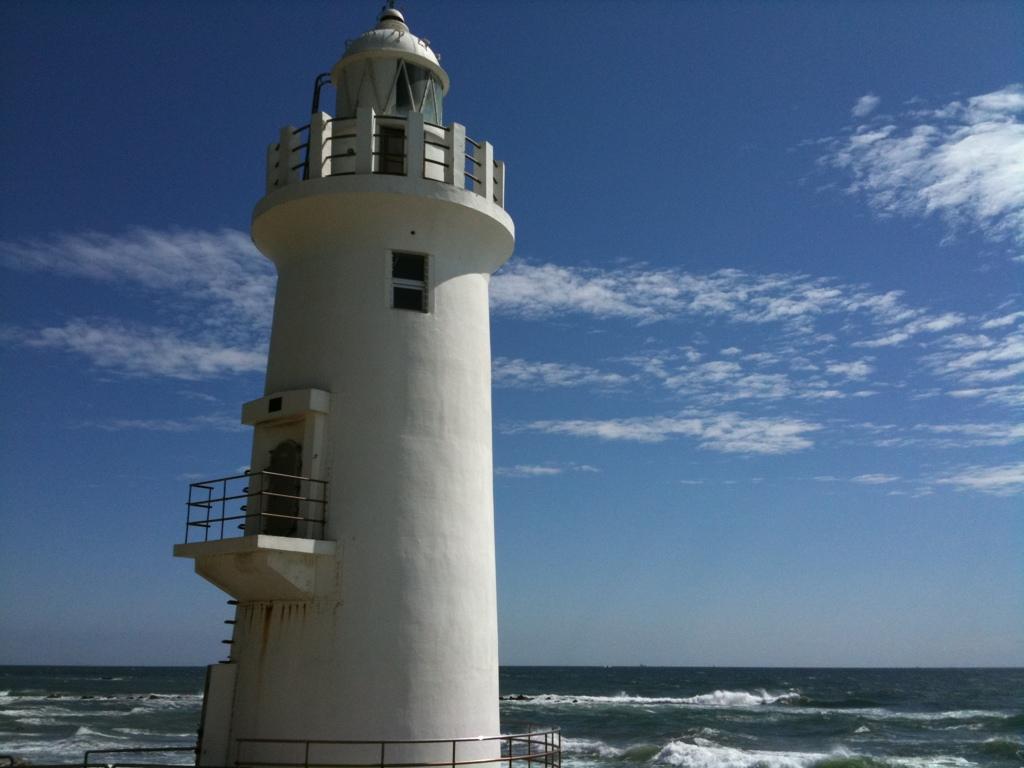 伊良湖岬灯台。暑い…朝方は半袖では寒すぎたくらいなのに。