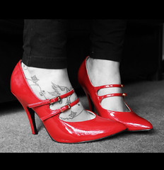 (oh-so-rosie) Tags: red feet tattoo foot shoes explore heels explored iquitmyjob wonderingifishouldputtheseshoesonebaytomakesomemoney 41now 40now explored28buticanteditthetextahahhhhh