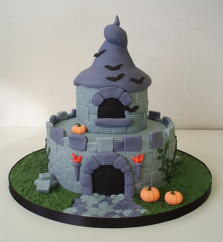 02_Haunted_Fairy_castle_cake_by_Dragonsanddaffodils