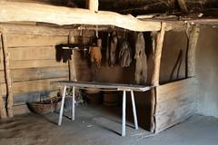 Pelze und Felle im Haus der Händler [3] in Haithabu 05-08-2009