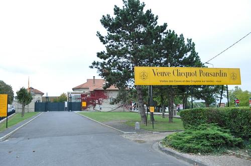 Entrada a la Bodega Veuve Clicquot