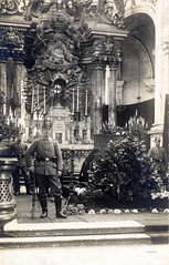 Funeral for Hptm. Oswald Boelcke in the Cathedral at Cambrai, 31 October 1916 (✠ drakegoodman ✠) Tags: church dead postcard rifle guard casket rifles wreath worldwarone soldiers ww1 kia coffin greatwar firstworldwar worldwar1 flieger germanarmy mauser shako germansoldier germansoldiers rppc infantrymen killedinaction jackboots feldpost gew98 tschako