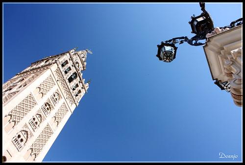 Mirando el cielo de Sevilla
