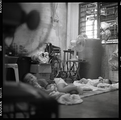 this was my childhood too (S.H.CHOW) Tags: 6x6 rolleiflex blackwhite kodak trix hc110 400tx epson ilford f28 iso1600 schneider 80mm selfdeveloped  30c kodak400tx v500 xenotar 28e rolleiflex28e 95mins epsonv500 bathroomdevelopment epsonperfectionv500photo dilutionfg dilution1100 agitatefirstminute kodakhc1101100 20090507rx28ek400tx013web800