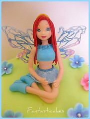 Torta Winx Enchantix (Bloom topper) / Winx Enchantix Fairy Cake (Bloom topper) (Fantasticakes (Ccile)) Tags: flowers blossom fairy caketopper hada fairywings winx sugarmodelling winxenchantix fantasticakes torstasdecoradas