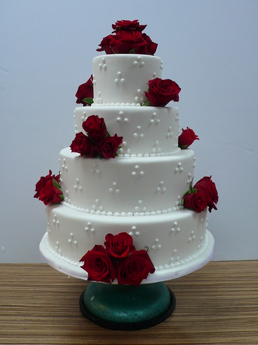 Red Roses White Wedding Cake