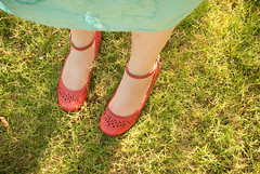 summerlegs (strph) Tags: red green me grass yard shoes legs notes scratch 2009 redshoes