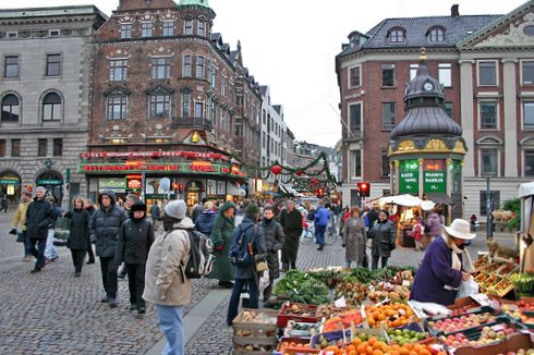 Copenhagen's main shopping street, the Stroget (by: Pedro Plassen Lopes, creative commons license)