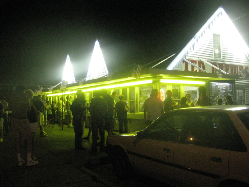 Crowd at Ted Drewes