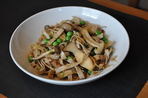 3797381738 4707d71fe3 Pasta with Wild Mushrooms, Peas and Bacon