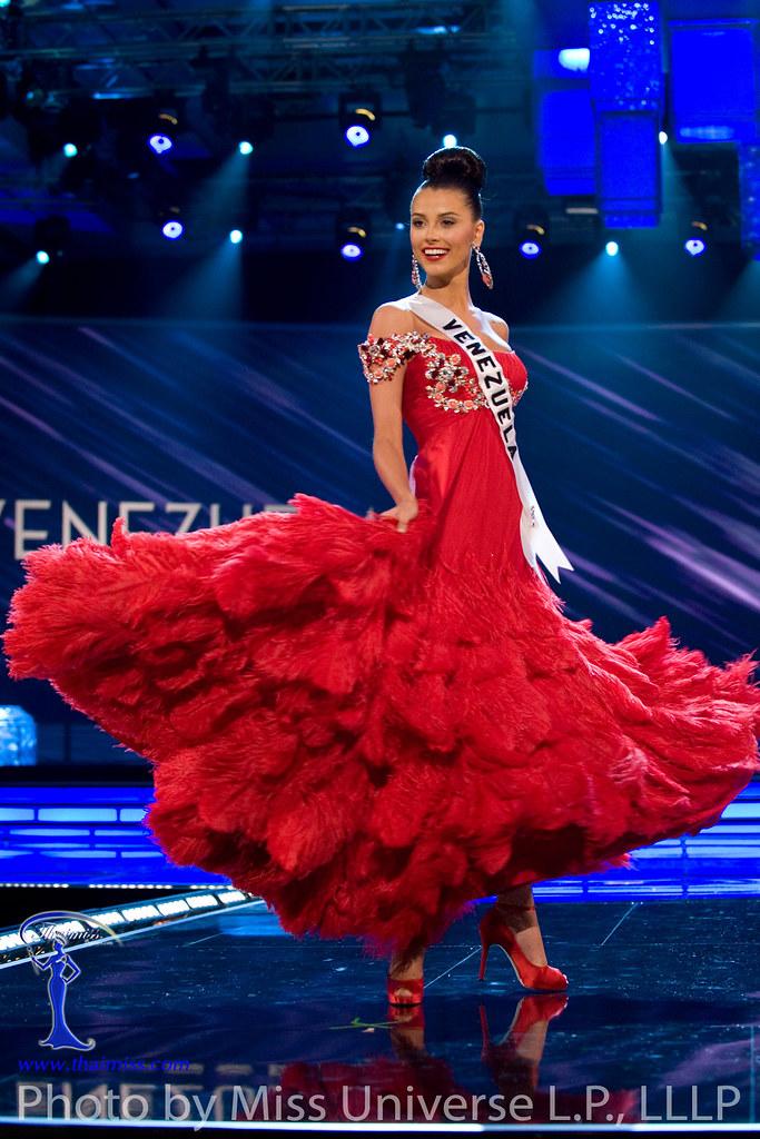 Miss Venezuela vestido de gala rojo