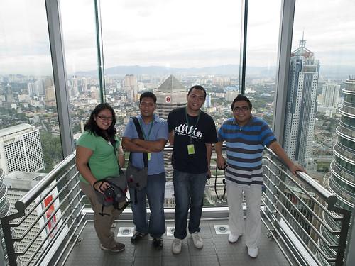 Pinoy Bloggers at the Petronas Sky Bridge (Nina, Ferdz, Martin, Ivan)
