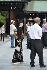 Tourists and locals alike at Meiji Shrine, Tokyo (LivAnon) Tags: japan tokyo meijishrine blackkimono