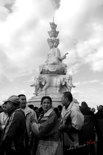 Puxian Bodhisattva At Mount Emei (普贤菩萨在峨眉山) with Peoples