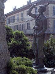 Cambiano2011_sicca_5220007_1 (nannarell) Tags: statue finestra statua alpino cambiano