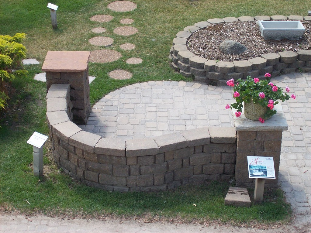 Patio With Freestanding Mosette Wall (Patio Town) Tags: Creek Willow  Twincities Oakdale Pavers