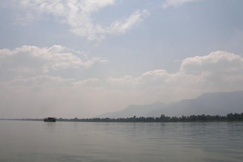 086.眺望依山傍水的Champasak