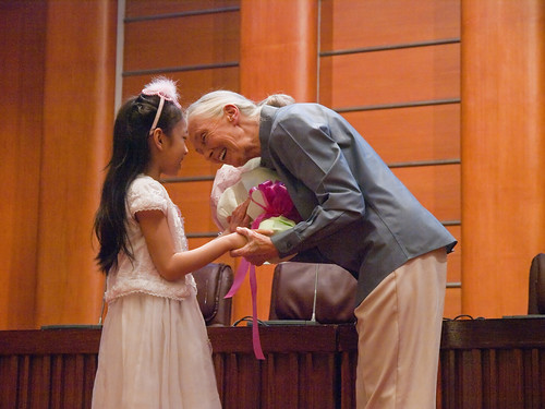 Tribute Banquet to Dr. Jane Goodall 獻花給珍古德博士