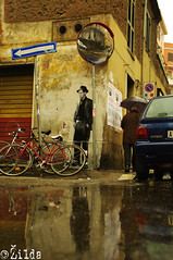 Il ladro di biciclette (. ilda) Tags: street italy cinema rome roma art up painting stencil italia drawing paste installation di neorealismo ladri biciclette vittoriodesica bicyclethieves zilda neorealism ilda iosonounaforzadelpassato lambertomaggiorani voleurdebicyclette