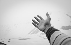 """shayad barf girne wali hai""!! ([s e l v i n]) Tags: india landscape hand kashmir jk selvin kashmirvalley snowcladmountains handoutstretched kashmirtourism ©selvin best2009"