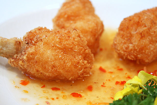 Deep-fried scallops with sugar cane