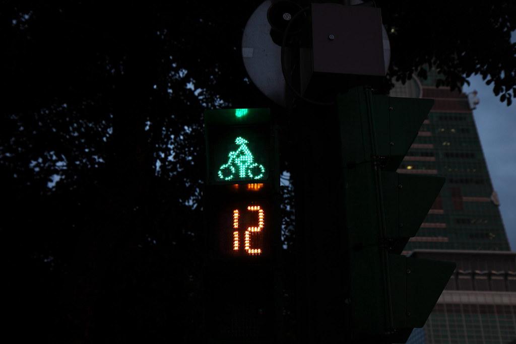 Taipei bike signal (wo-ICC)