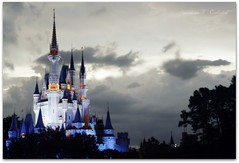 Disney World (Ronaldo F Cabuhat) Tags: orlando florida disneyland disney disneyworld handheld 20mm waltdisney orlandoflorida cinderellacastle disneycastle canonefs1755mmf28isusm canoneos50d pinoykodakero cabuhat