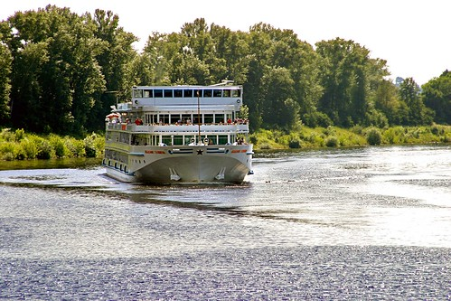 cruise-ship-on-the-volga